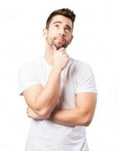 Mann denkt nach wie er Ex zurückgewinnt