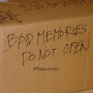 Karton mit schlechten Erinnerungen